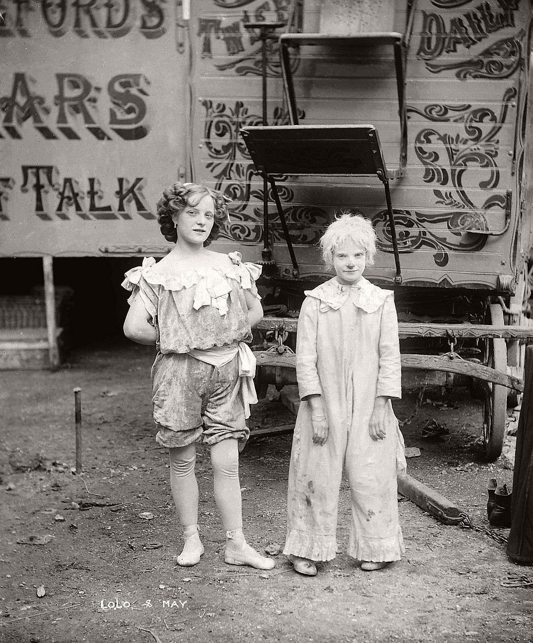 vintage-circus-performers-in-strabane-1910-1911-18