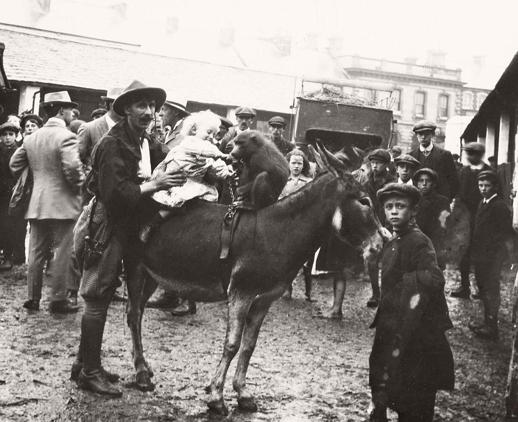 vintage-circus-performers-in-strabane-1910-1911-22