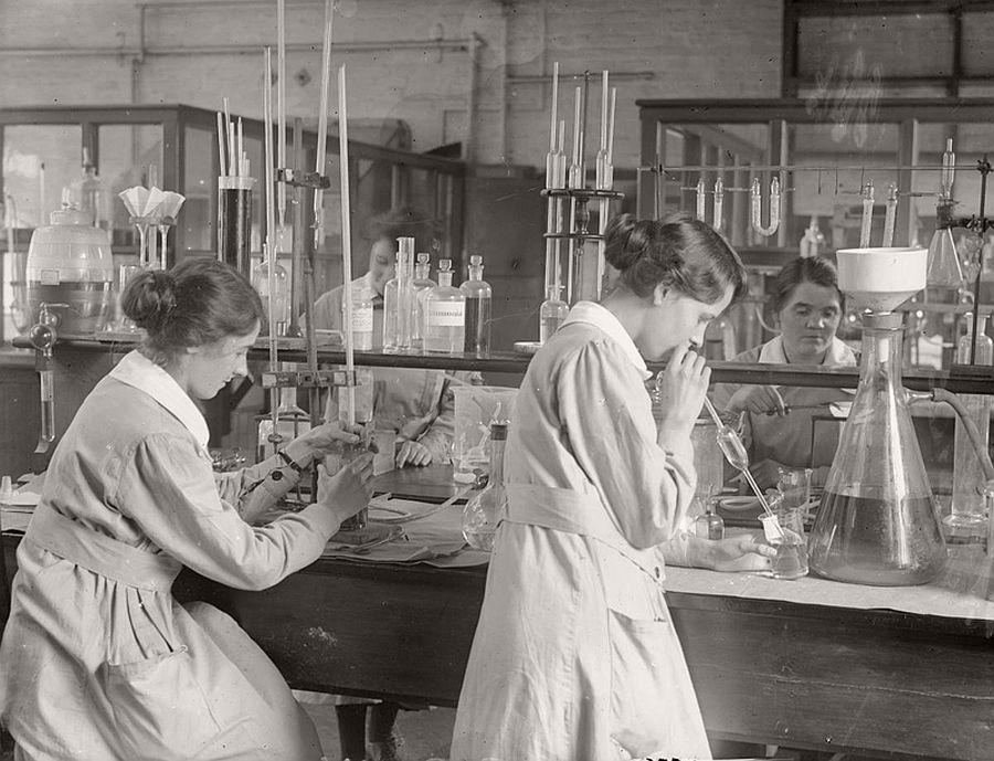 vintage-women-at-work-during-first-world-war-03