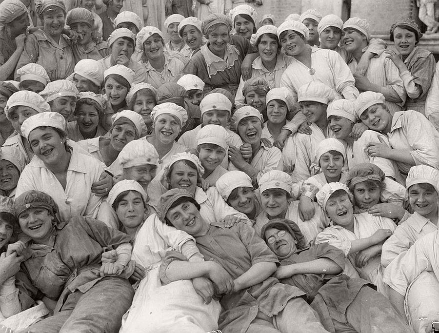 vintage-women-at-work-during-first-world-war-07