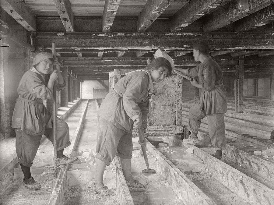 vintage-women-at-work-during-first-world-war-08