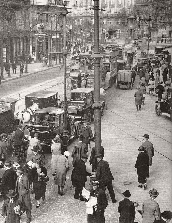 vintage-the-golden-twenties-in-berlin-1920s-05