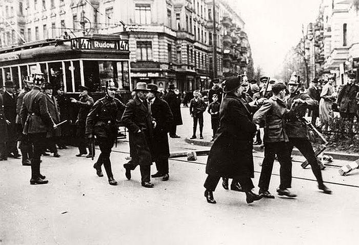 vintage-the-golden-twenties-in-berlin-1920s-11