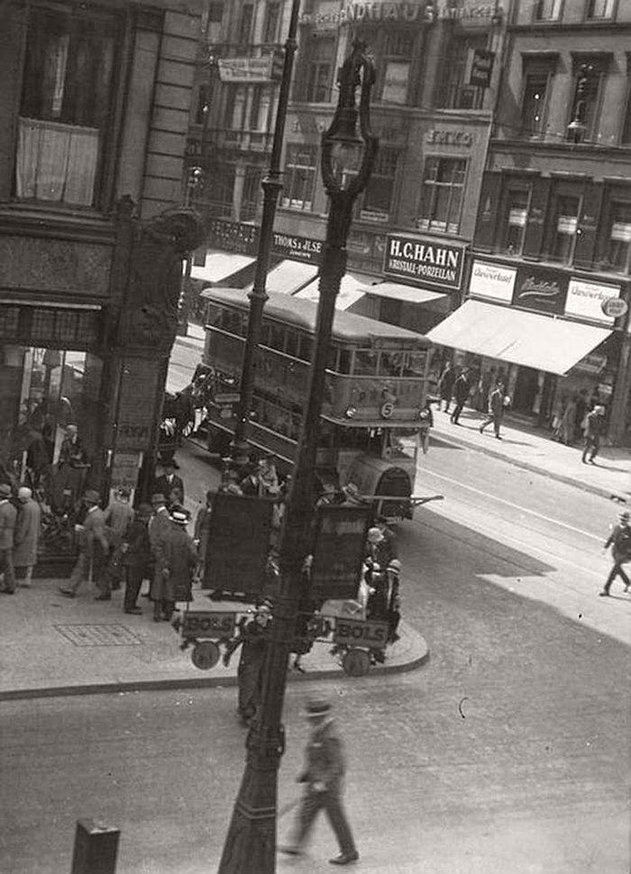 vintage-the-golden-twenties-in-berlin-1920s-17