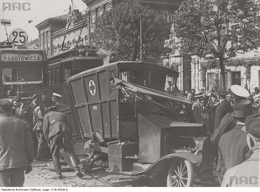 accident-near-krakowskie-przedmiescie-street-in-warsaw-1934