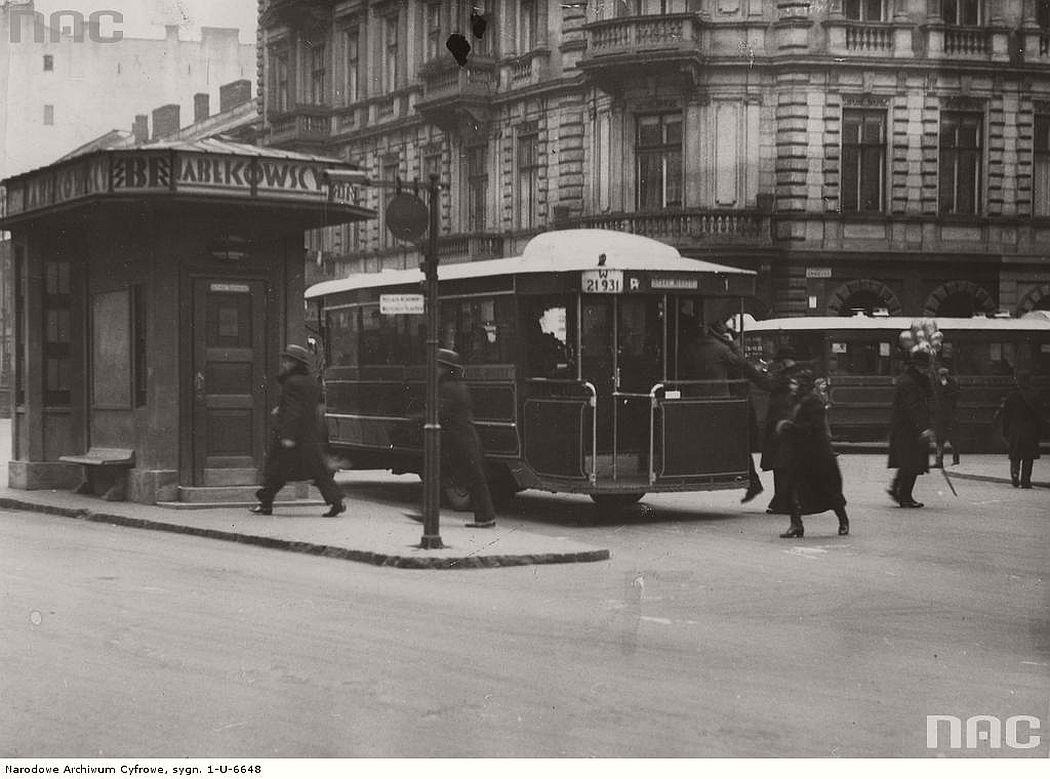 chmielna-street-in-warsaw-1931-1937