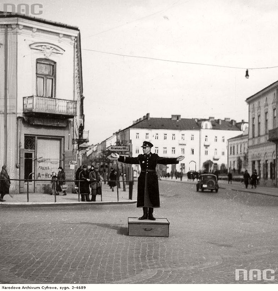 polish-police-officer-while-directing-traffic-at-the-intersection-in-radom-1941