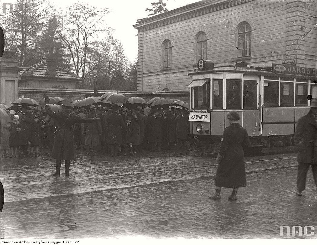 tram-sn1-near-rakowicki-cemetery-in-krakow-1934