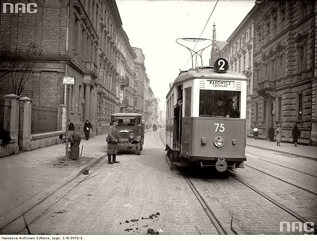 tram-sn2-near-karmelicka-street-in-krakow-1939