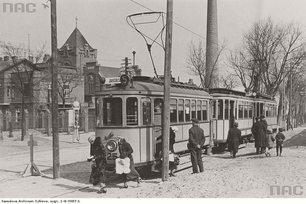 tram-near-lubicka-street-in-torun-1935