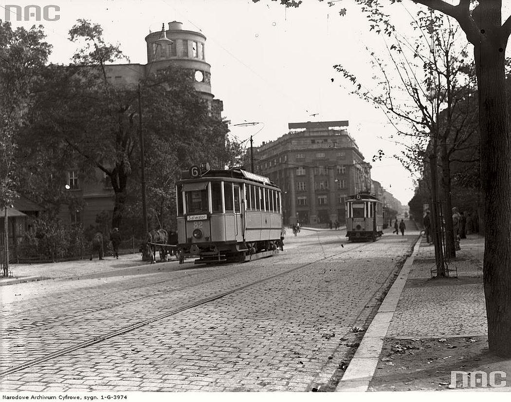 trams-near-sienna-street-in-krakow-1936