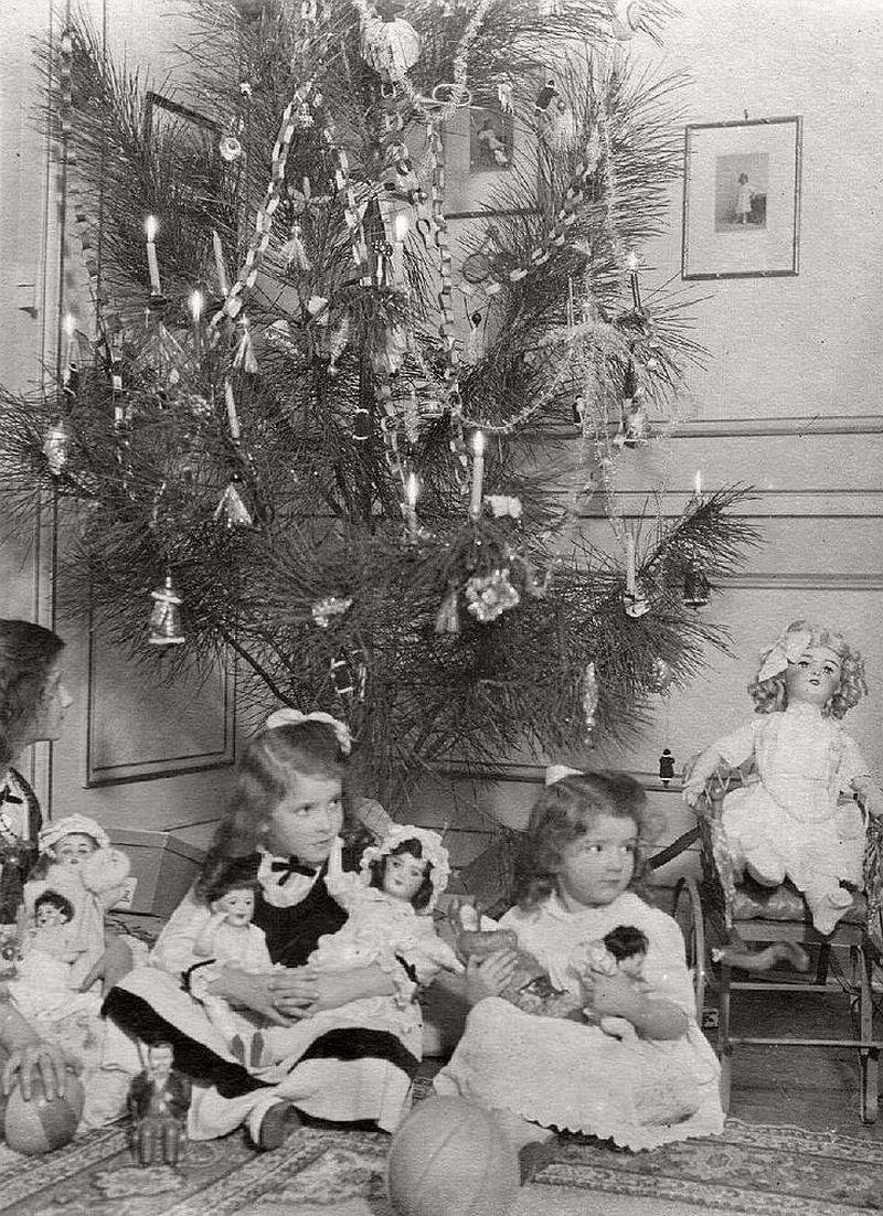 vintage-children-celebrating-christmas-1900s-early-xx-century-04
