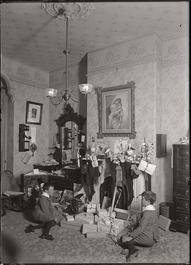 vintage-children-celebrating-christmas-1900s-early-xx-century-07
