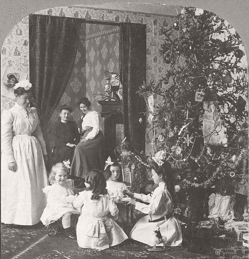 vintage-children-celebrating-christmas-1900s-early-xx-century-08