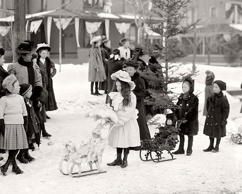 vintage-children-celebrating-christmas-1900s-early-xx-century-09
