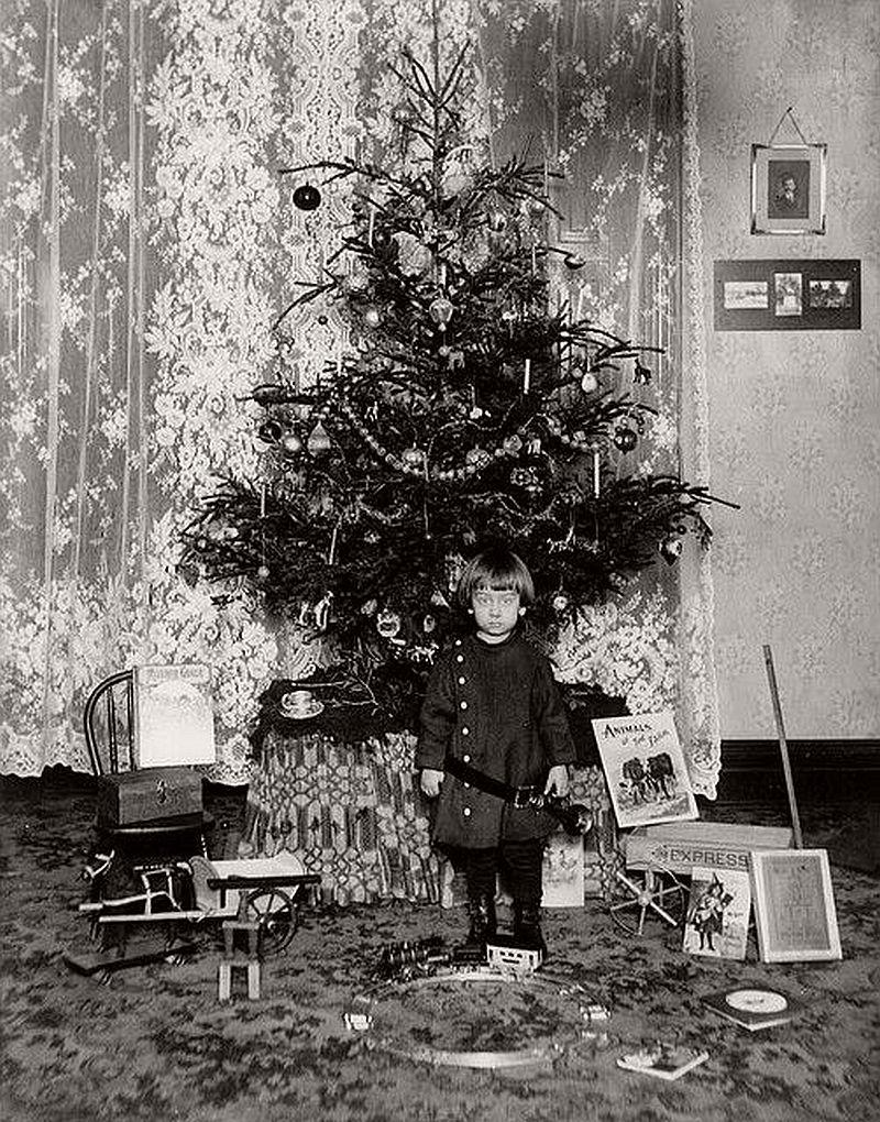 vintage-children-celebrating-christmas-1900s-early-xx-century-10
