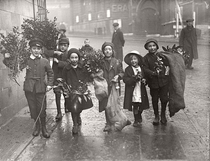 vintage-children-celebrating-christmas-1900s-early-xx-century-14