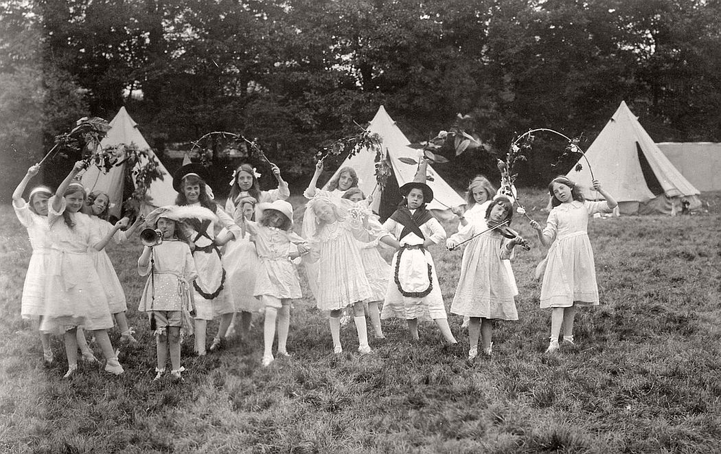 vintage-group-photos-of-dancing-girls-1910s-1930s-08