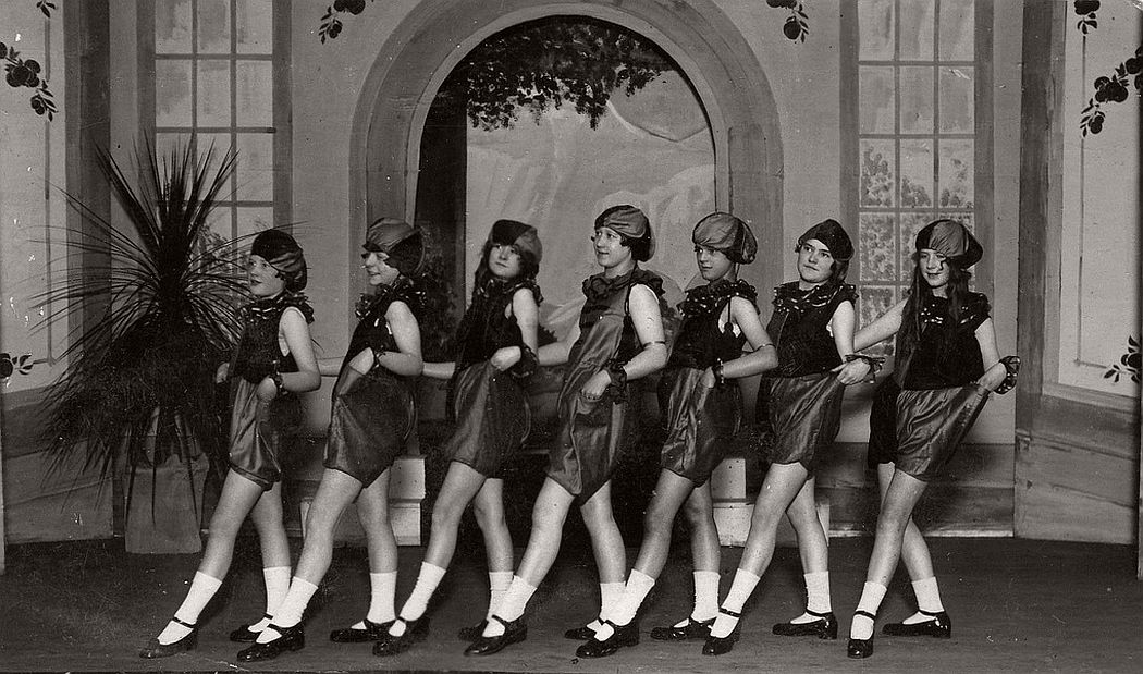 vintage-group-photos-of-dancing-girls-1910s-1930s-12