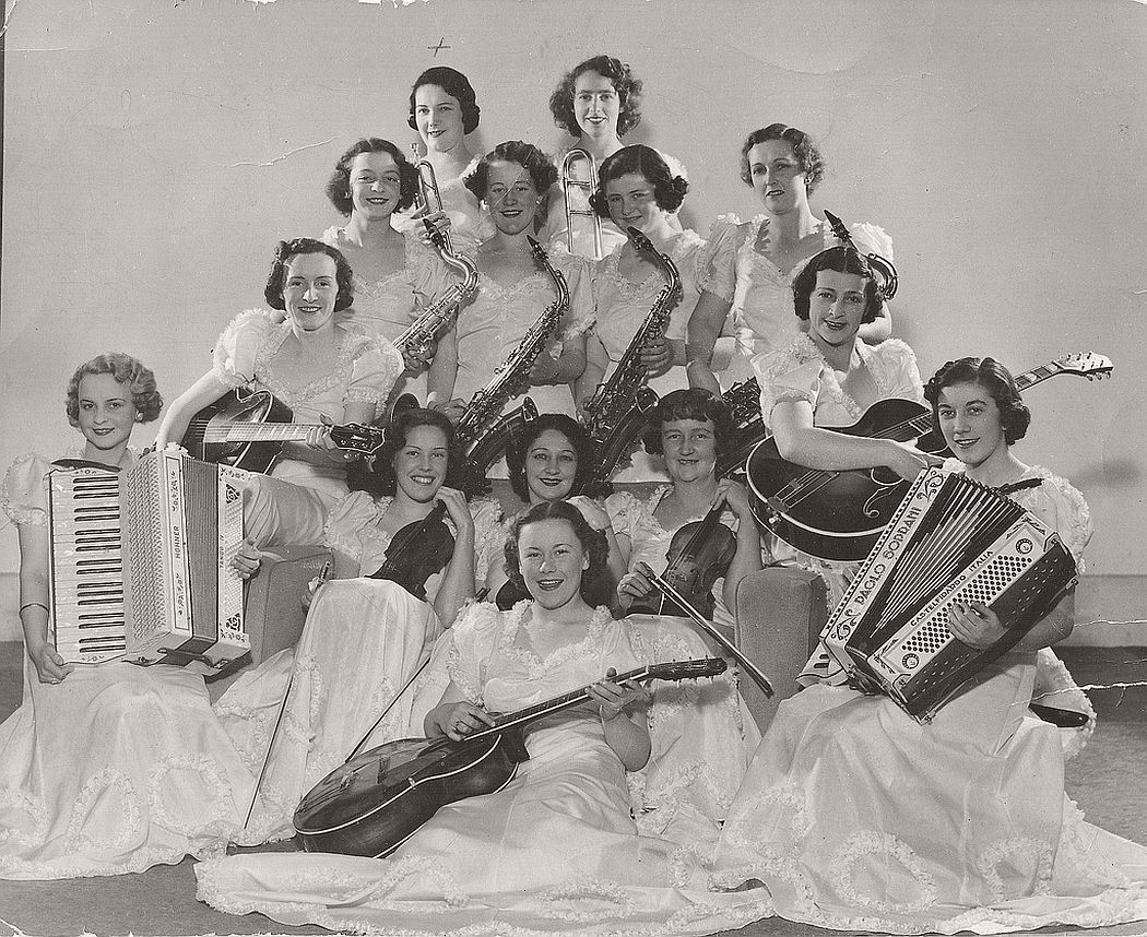 vintage-group-photos-of-dancing-girls-1910s-1930s-13
