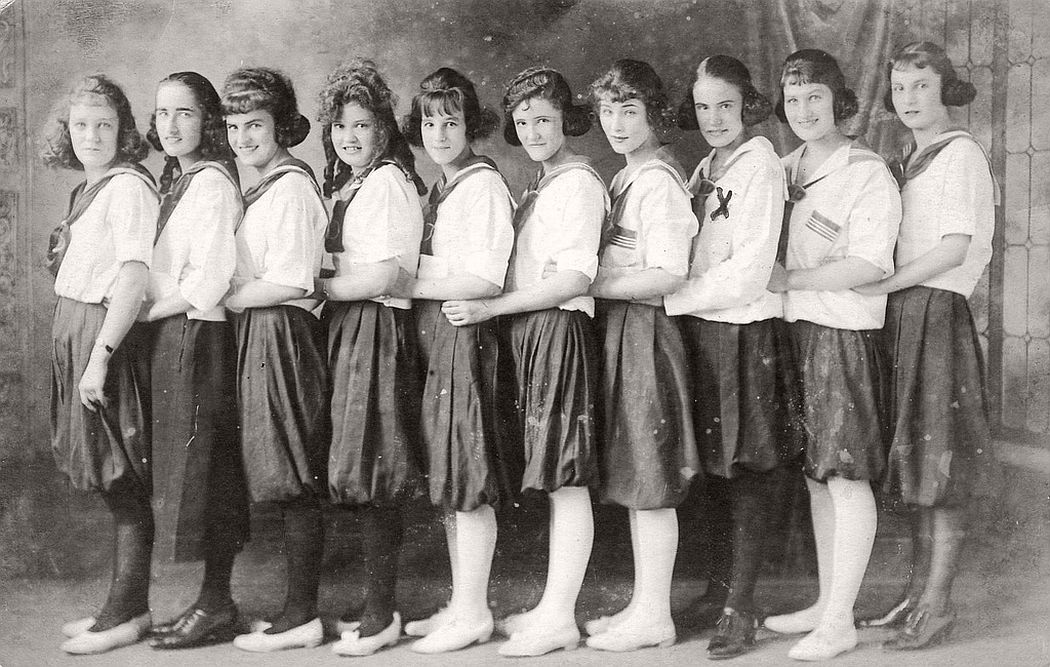 vintage-group-photos-of-dancing-girls-1910s-1930s-14