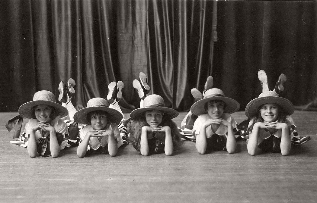 vintage-group-photos-of-dancing-girls-1910s-1930s-15