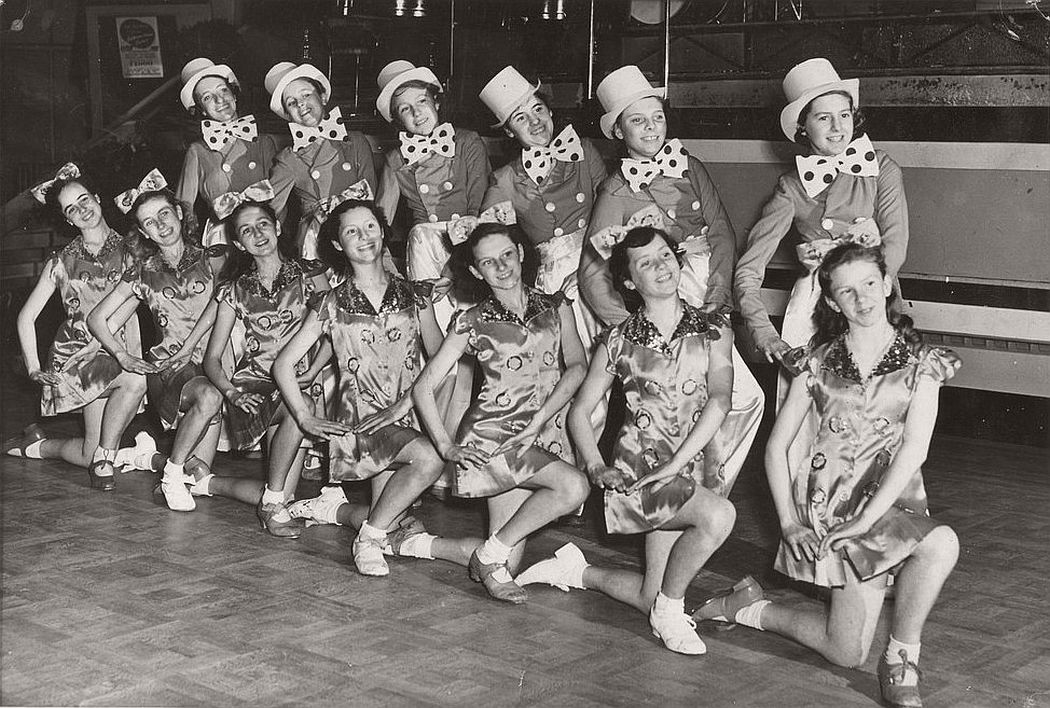 vintage-group-photos-of-dancing-girls-1910s-1930s-17