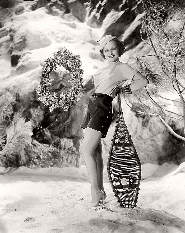 vintage-hollywood-christmas-pin-up-girls-03
