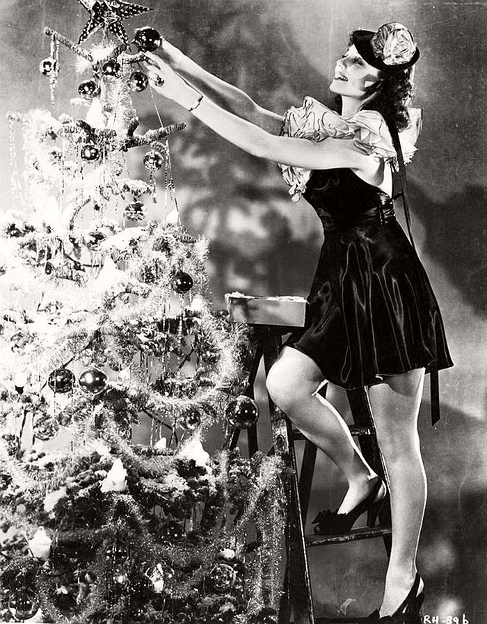 vintage-hollywood-christmas-pin-up-girls-13