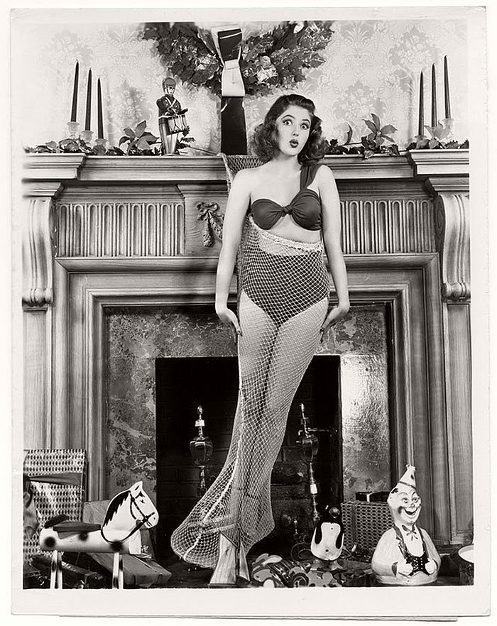 vintage-hollywood-christmas-pin-up-girls-19