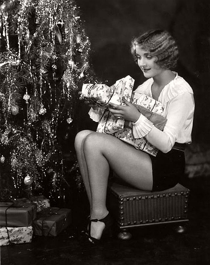 vintage-hollywood-christmas-pin-up-girls-21