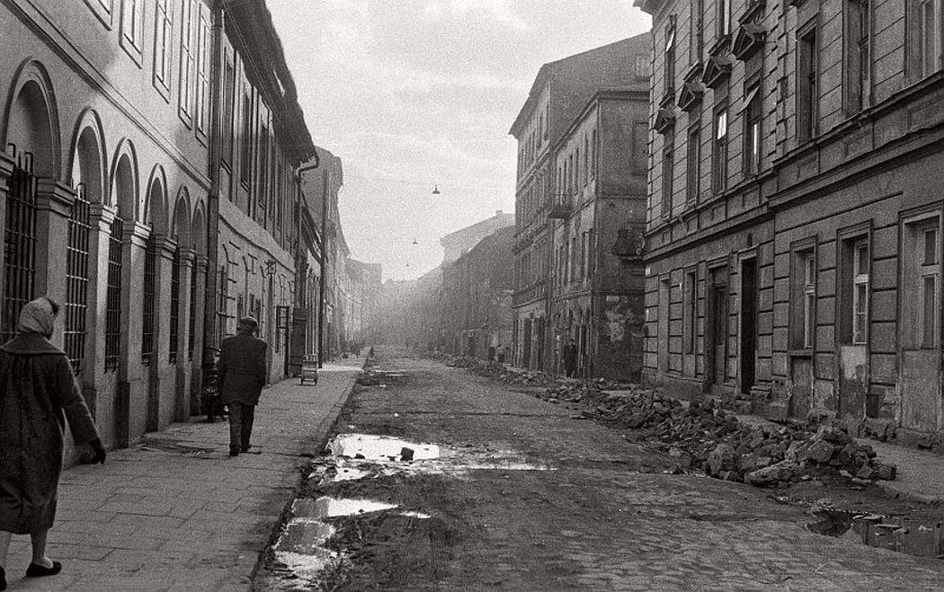 gerlad-howson-vintage-city-life-in-poland-1959-01