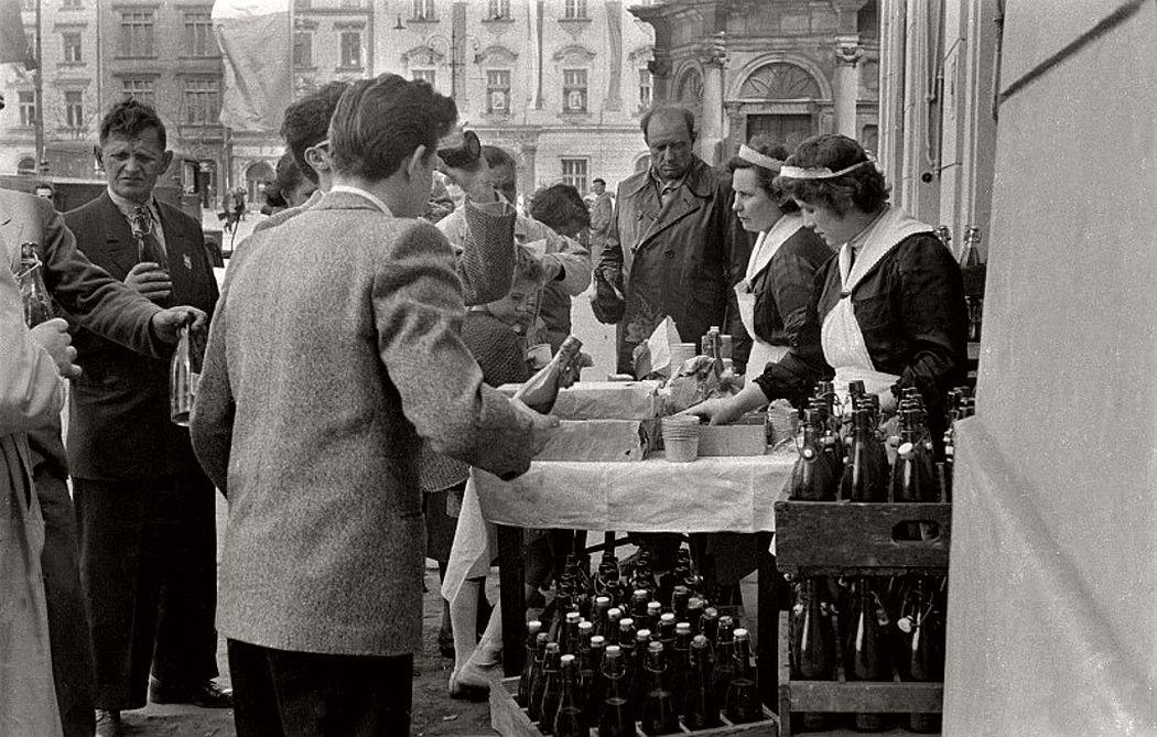 gerlad-howson-vintage-city-life-in-poland-1959-02