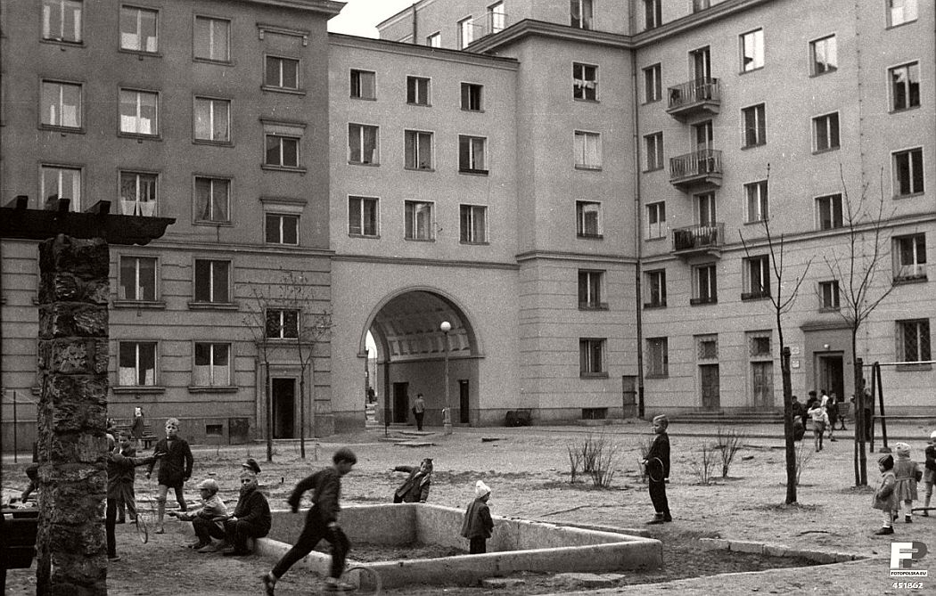 gerlad-howson-vintage-city-life-in-poland-1959-05