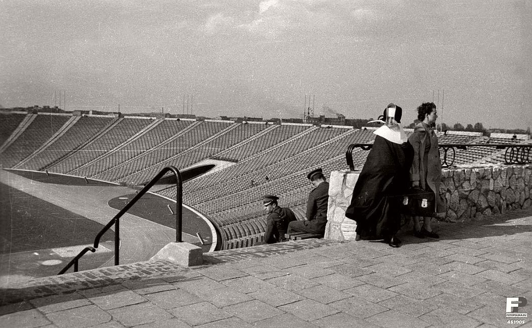 gerlad-howson-vintage-city-life-in-poland-1959-07