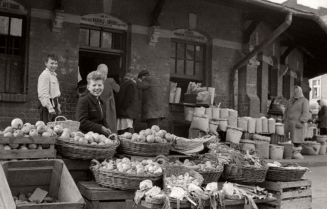 gerlad-howson-vintage-city-life-in-poland-1959-09