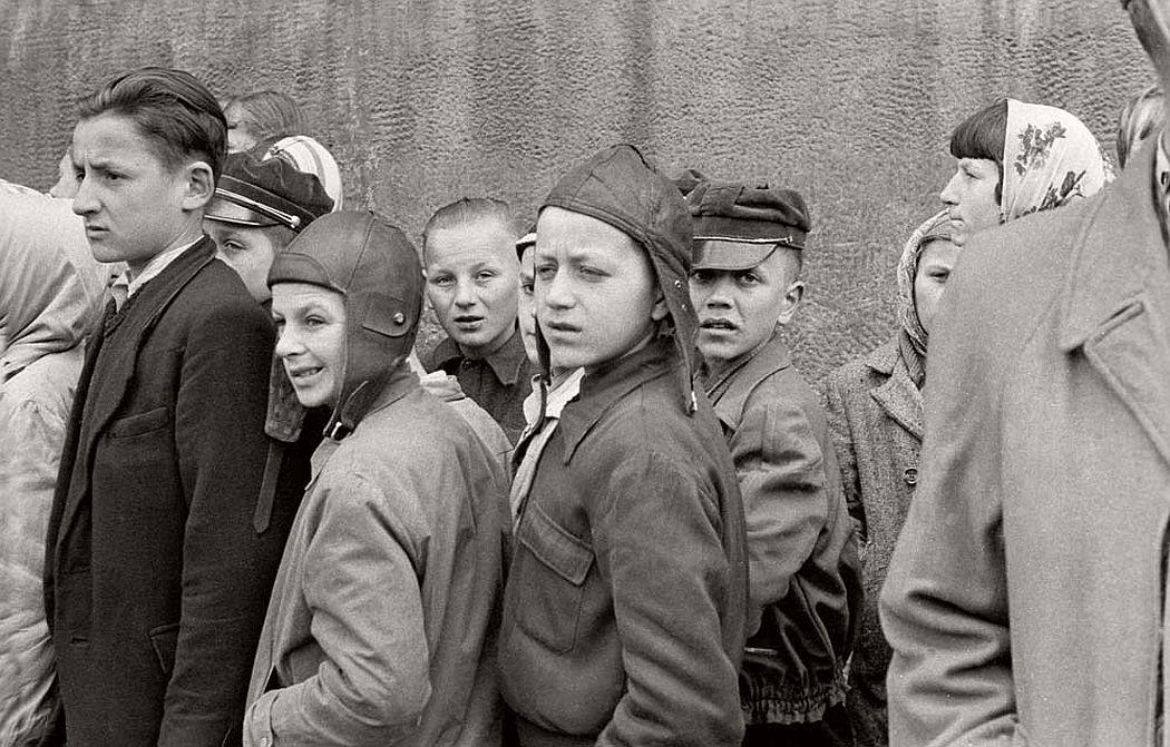 gerlad-howson-vintage-city-life-in-poland-1959-11