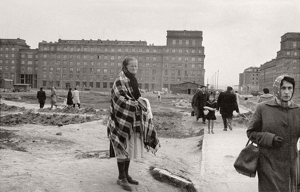 gerlad-howson-vintage-city-life-in-poland-1959-12
