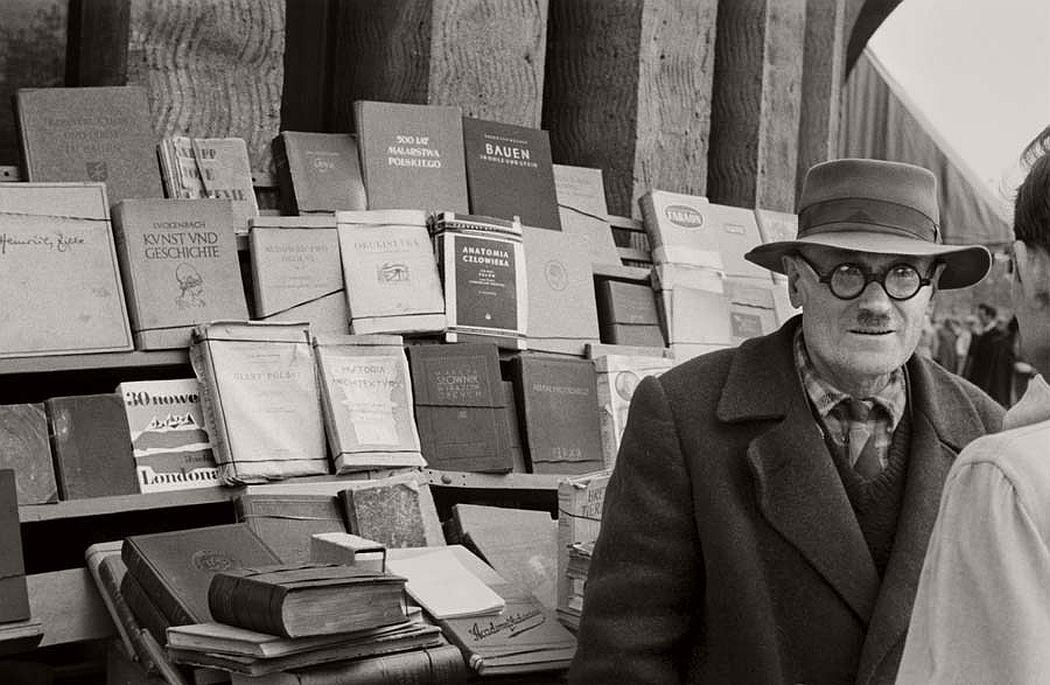 gerlad-howson-vintage-city-life-in-poland-1959-13