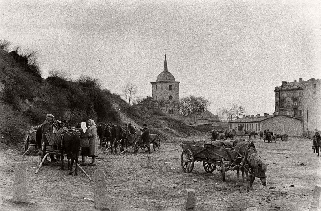 gerlad-howson-vintage-city-life-in-poland-1959-15