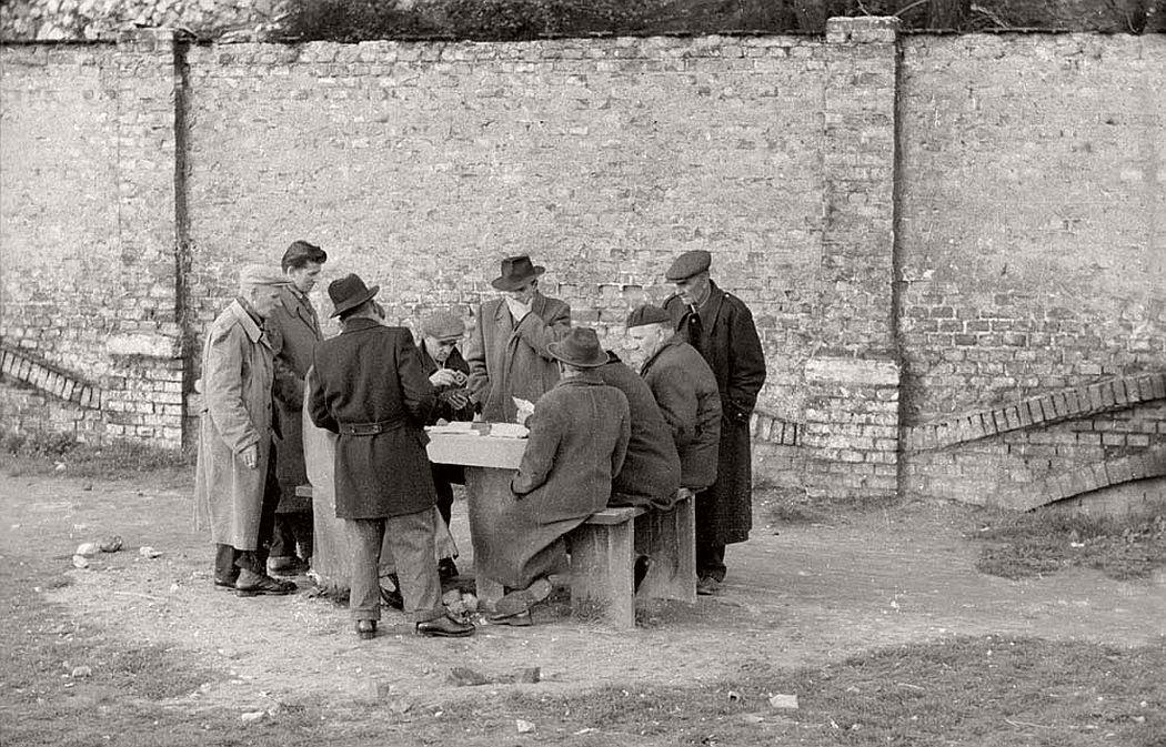 gerlad-howson-vintage-city-life-in-poland-1959-18