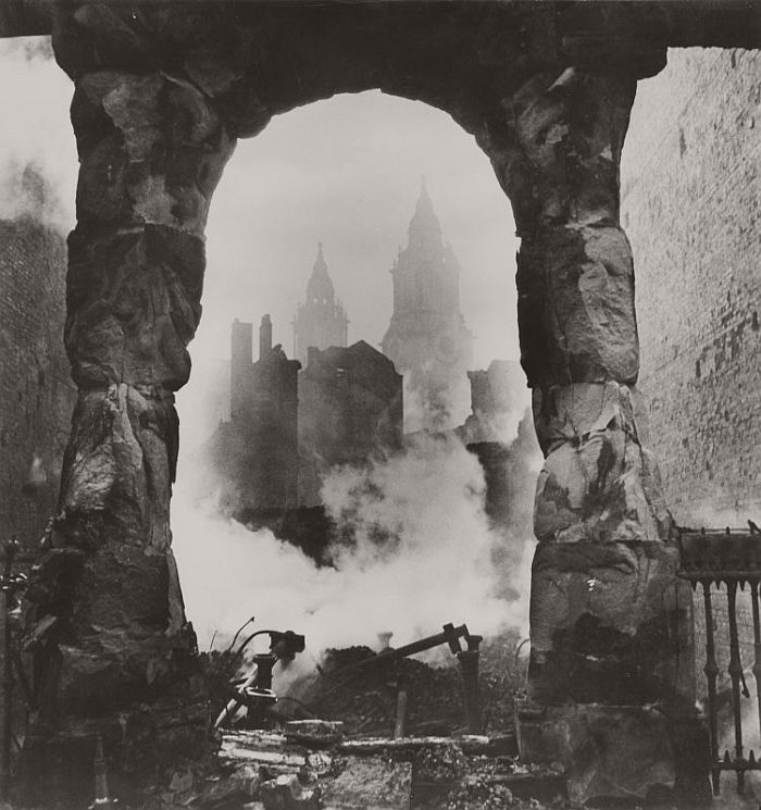 Cecil Beaton, St. Paul's seen through a Victorian Shopfront, circa 1940. Gelatin silver print. SBMA, Gift of Mrs. Ala Story. © The Cecil Beaton Studio Archive at Sotheby's