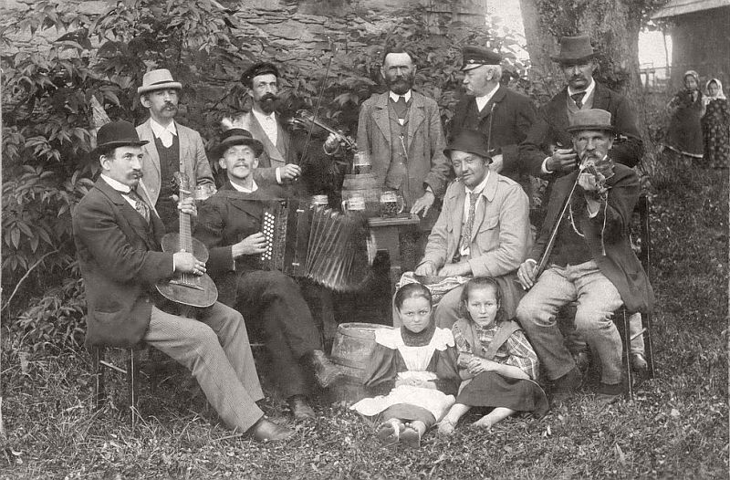 A New Year cheerful company, making music, drinking beer and smoking, ca. 1890s