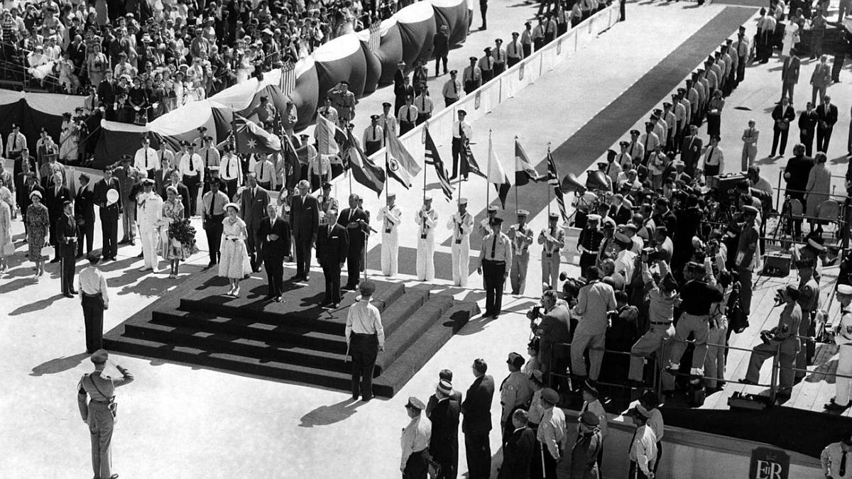 Chicago Tribune historical photo Queen Elizabeth II stands with Gov. William Stratton and Mayor Richard J. Daley as Capt. John Myers presents an honor guard to the visiting monarch July 6, 1959, in Chicago.