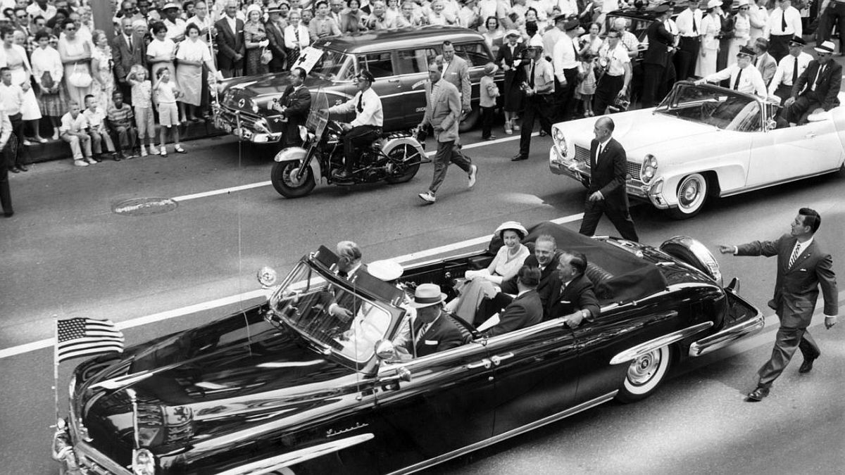 Chicago Tribune historical photo Queen Elizabeth II's motorcade travels through Chicago on July 6, 1959.