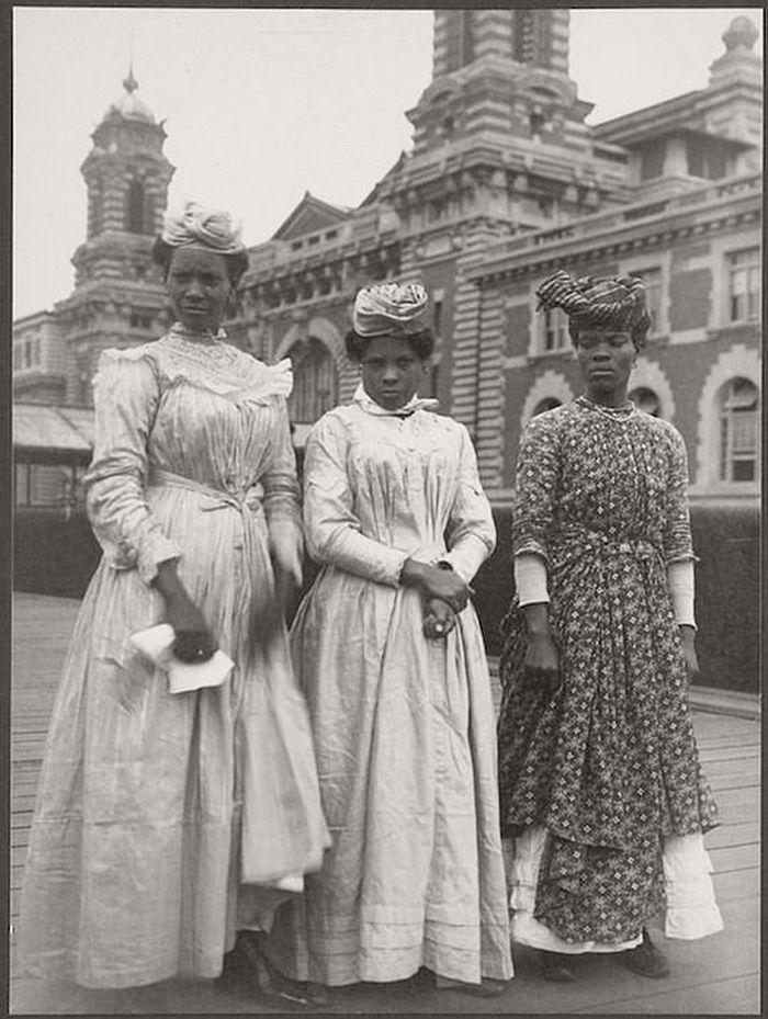 vintage-ellis-island-immigrants-1900-1910s-02