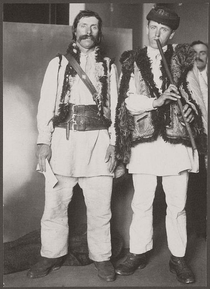 vintage-ellis-island-immigrants-1900-1910s-04