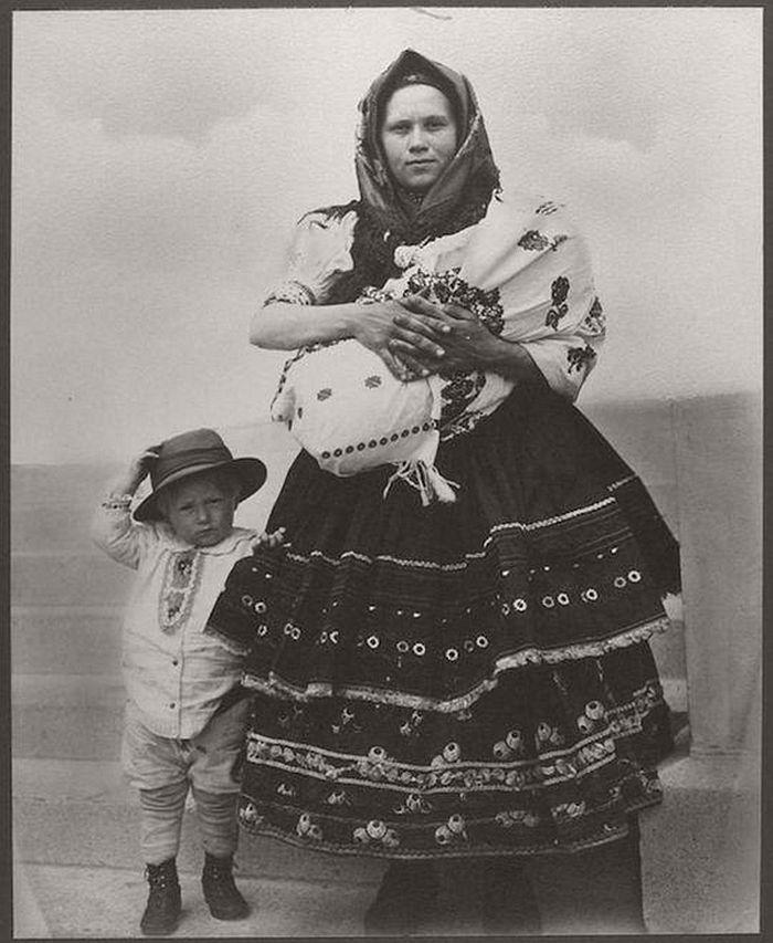 vintage-ellis-island-immigrants-1900-1910s-13