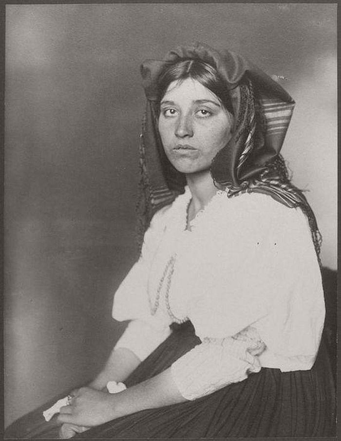 vintage-ellis-island-immigrants-1900-1910s-18
