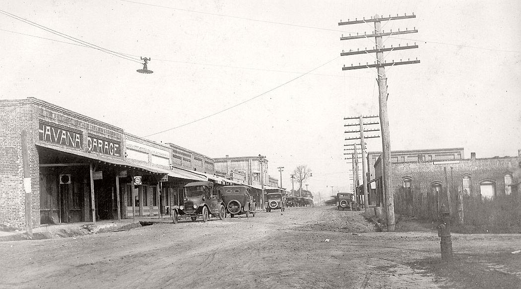 A dirt street in Havana, ca. 1900